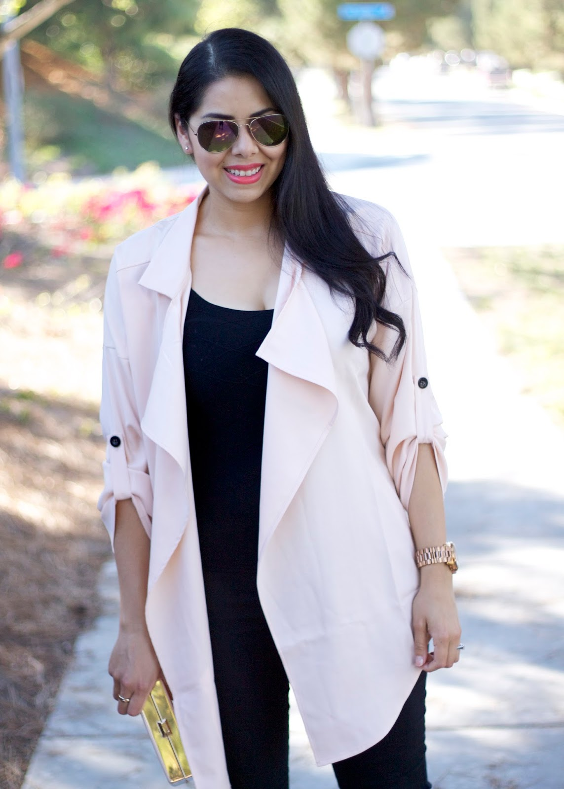 chic Gold accessories, chic trenchcoats for SUmmer, Summer trench, socal blogger