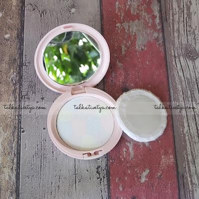 Bagian dalam pan RED-A Compact Powder Translucent