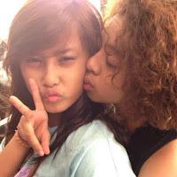 Gambar Foto Hot Bastian Coboy Jr Ciuman Bibir dengan fans cewek belia pelukan mesra panas tanpa sensor uncensored terbaru