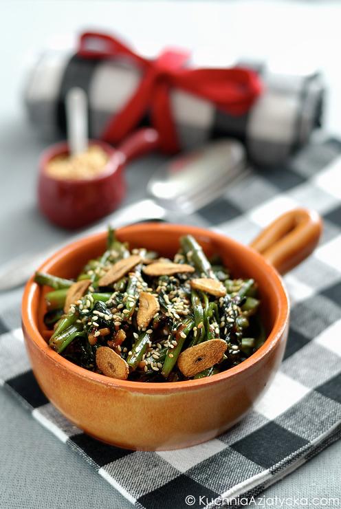 Szpinak wodny z imbirem i czerwonym fermentowanym tofu © KuchniaAzjatycka.com