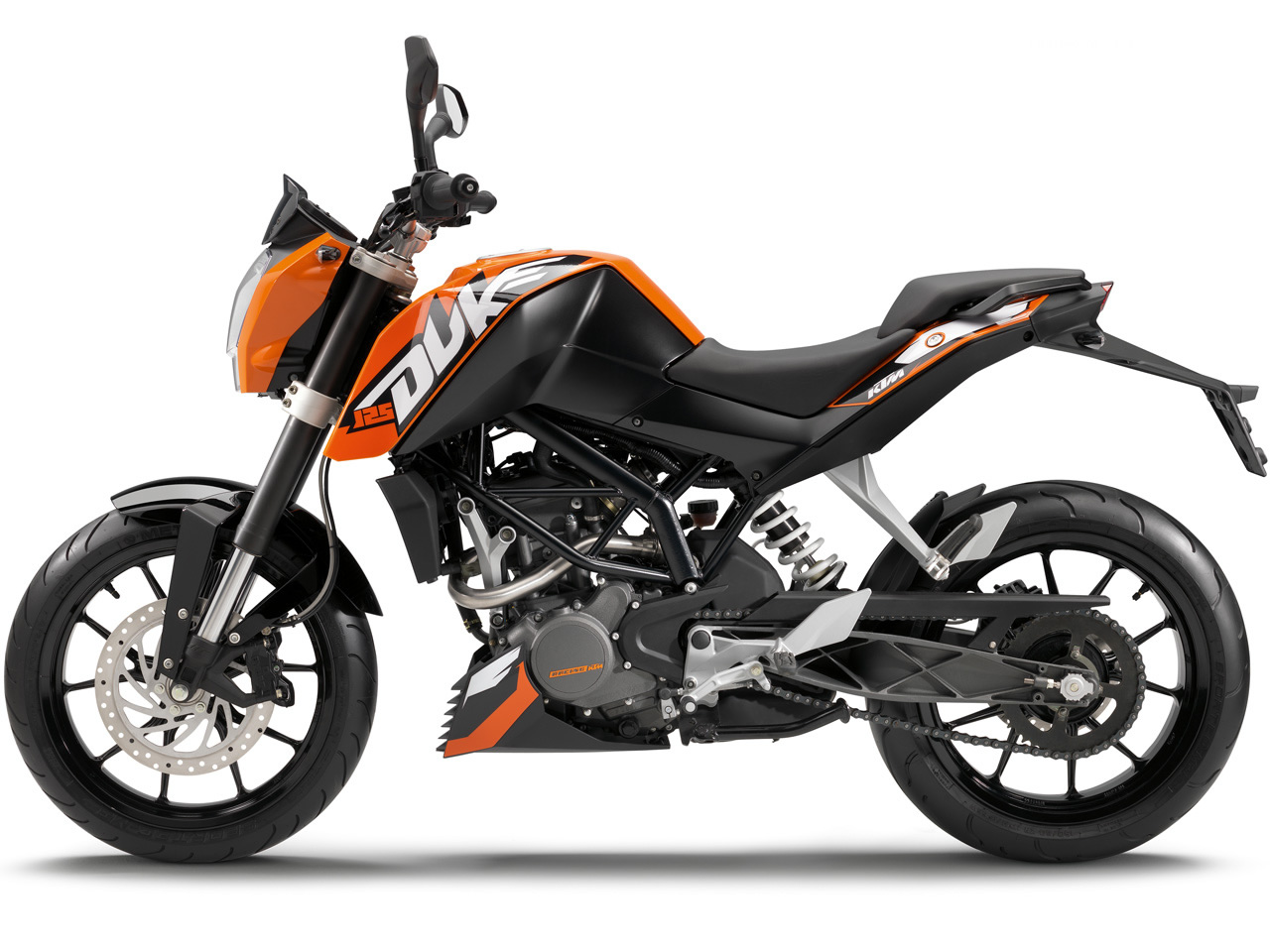 latest bike bajaj duke ktm bike picture with all available colors. Black Bedroom Furniture Sets. Home Design Ideas