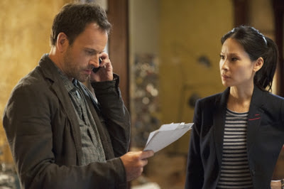 Jonny lee Miller as Sherlock Holmes and Lucy Liu as Joan Watson in Elementary Episode # 5 Lesser Evils