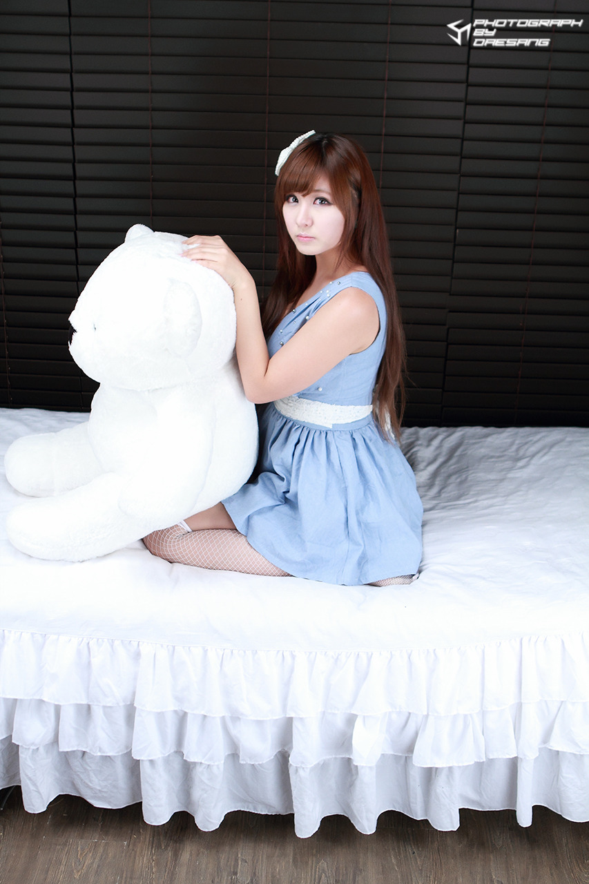 xxx nude girls: Ryu Ji Hye - Blue and White Dress [Part 2]