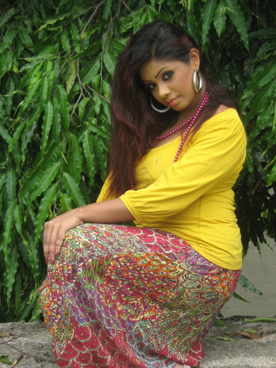 Srilankan Actress Wijayanthi Madubashini Hot fashions