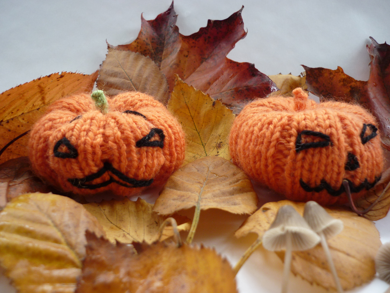 Mack and Mabel: Knitted Pumpkins for Halloween