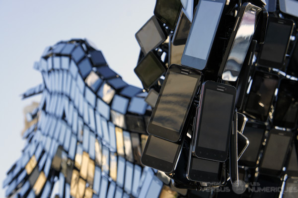 تمثال مصنوع من 3500 هاتف محمول.. Pegasus4.jpg