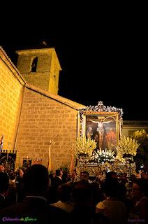 Imagen del Cristo de Chircales bajo el campanario