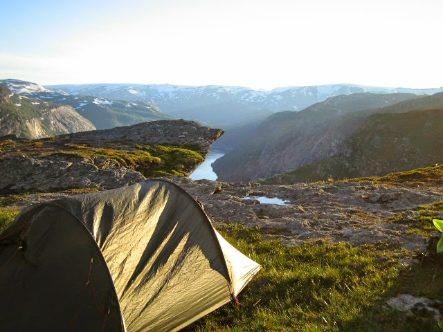 Hiking to Trolltunga (The Troll's Tongue - photo Trolltunga Adventures)