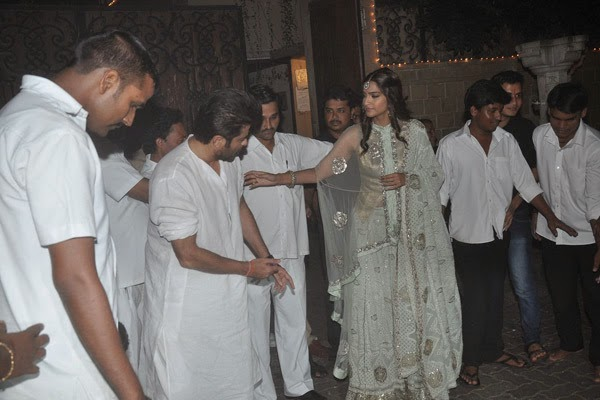 Sonam Kapoor and father Anil celebrating Diwali
