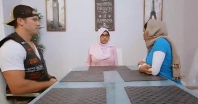 Minah Arab dikecam berlakon filem dewasa pakai jilbab