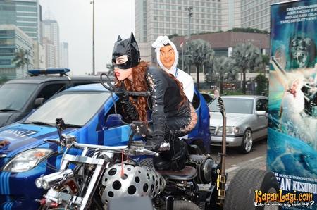 Foto Dewi Persik (Depe) Dengan Kostum Cat Women Sexy, Foto Sexy Dewi Persik Cat Women, Koleksi Foto Sexy Dewi Persik Promo Film, Foto Dewi Persik Kostum Cat Women