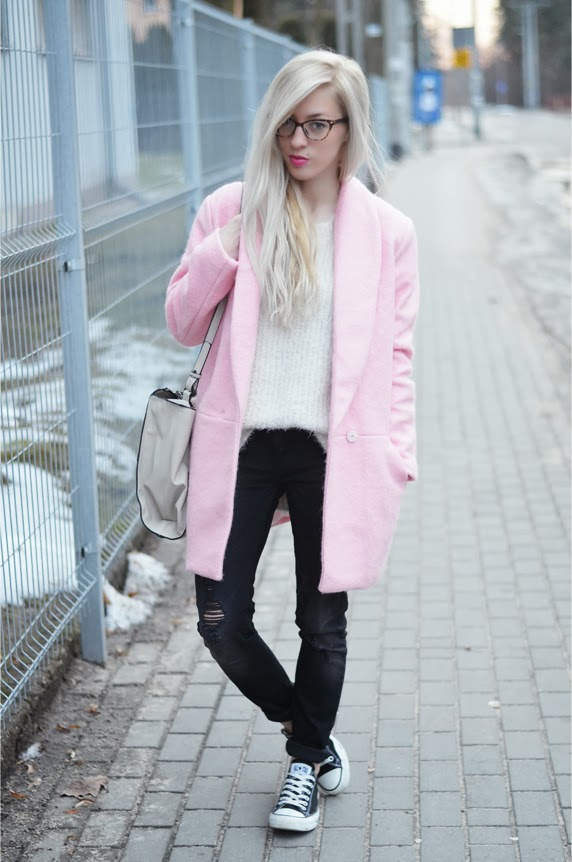 light pink oversize coat, fluffy sweater, ripped jeans, converse