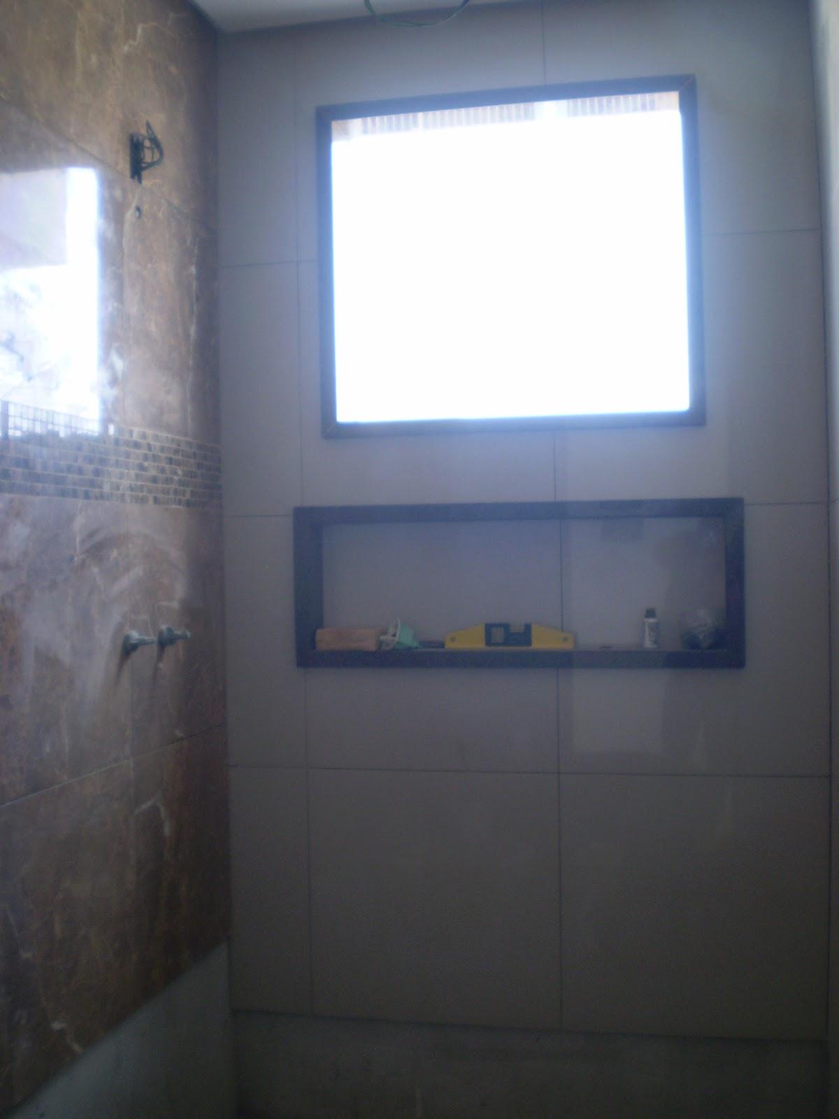 Casa da Áurea: Banheiros e problemas com o pintor!!! #385D93 1200 1600