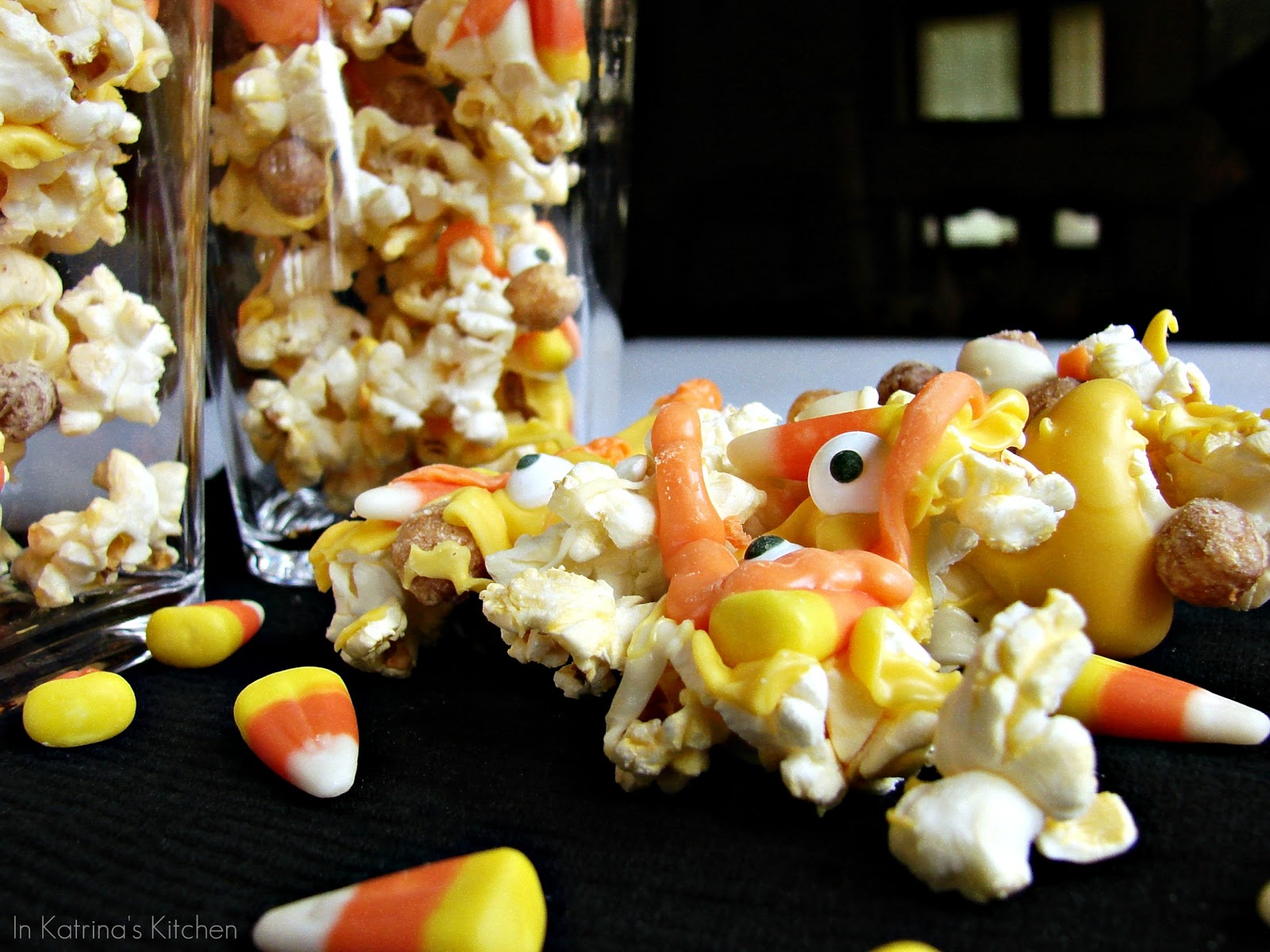 http://3.bp.blogspot.com/-zfpV30hXR2U/TneTrL_zgZI/AAAAAAAAAa8/J202xvJtLqI/s1600/Monster+Mash+Popcorn+Mix1wm.jpg