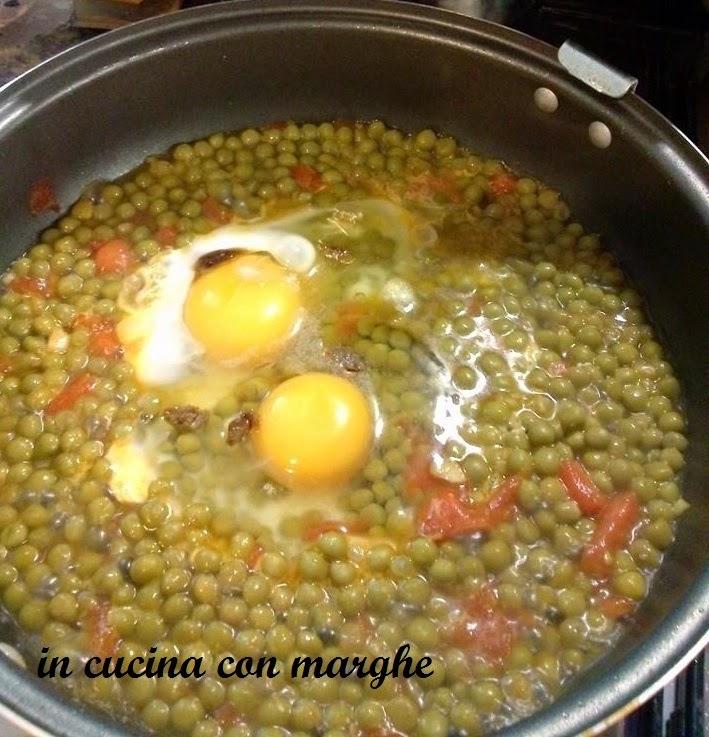 Piselli con uova in camicia