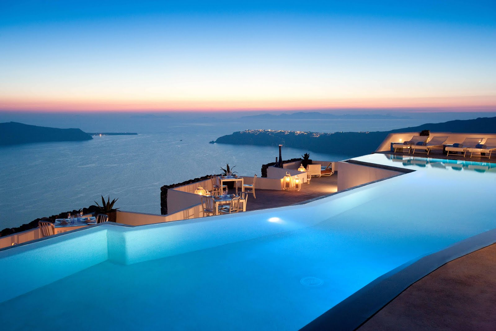 World most luxurious and expensive hotel Santorini Grace