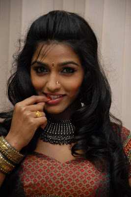 dhanshika tradational actress pics