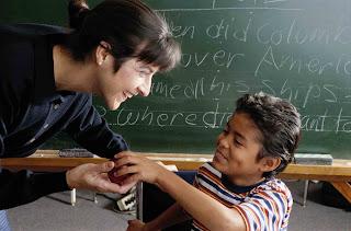 É um absurdo do Governo Federal lançar compromisso para que alunos estejam alfabetizados até os 8 anos de idade?