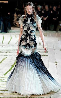 Alexander-McQueen_Model-Carla-Gebhart
