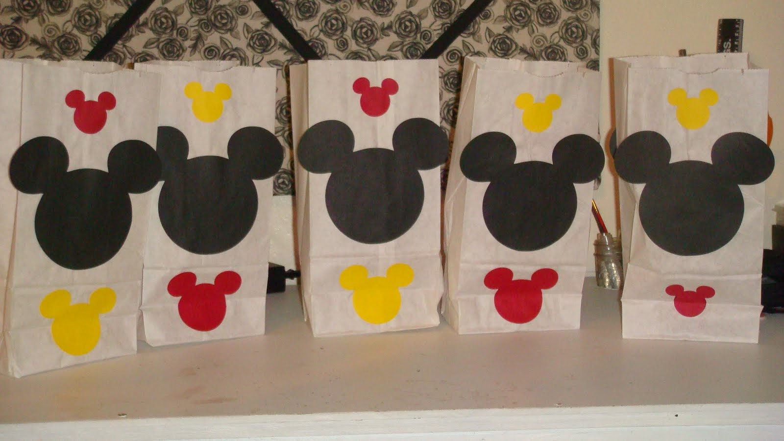 Incredible Homemade Delights: Minnie Mouse Birthday Party Decor.....