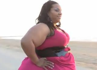 mujer con las caderas más grandes del mundo