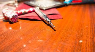 Розовый молоток с упором, спрятанным в ручке