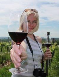 A kéz, amely a poharat tartja, avagy a blogger: Nagy Zita