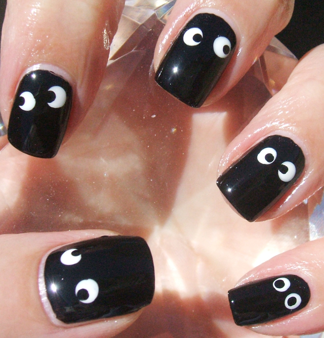 googly eyes halloween manicure, nail art