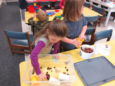 The Pa-Paw Patch, winter preschool theme, hot chocolate, hot chocolate sensory tub, sensory tub