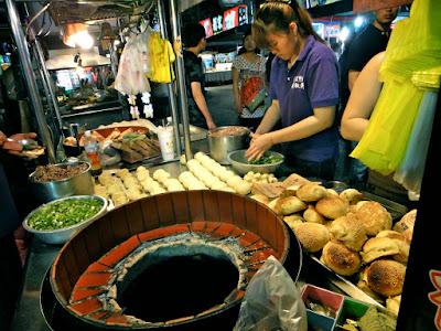 Black Pepper Bun at Liuhe Night Market Kaohsiung Taiwan