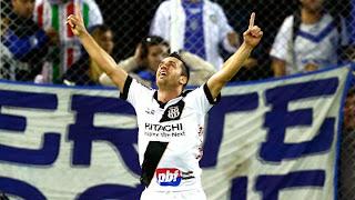 Elias comemora o primeiro gol da Macaca.