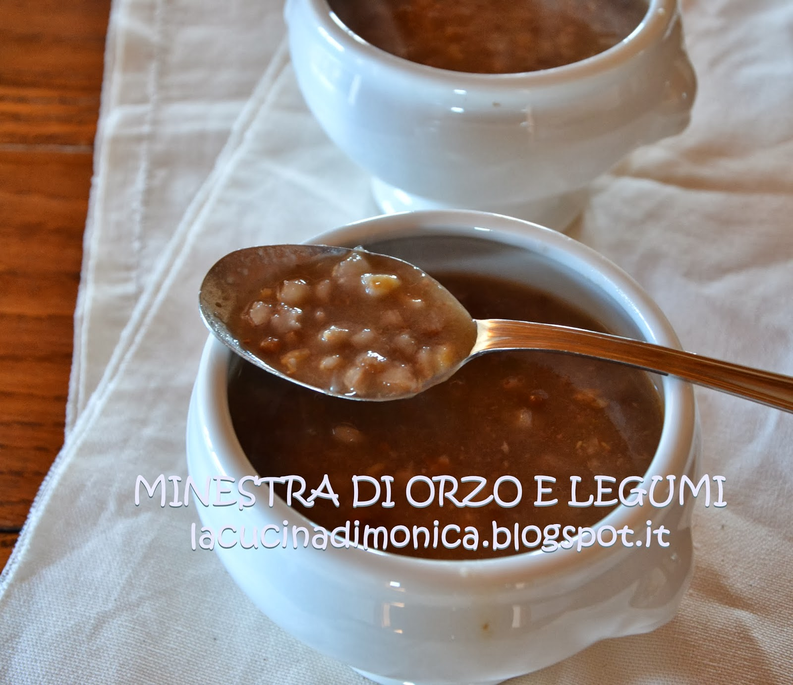 minestra di orzo e legumi