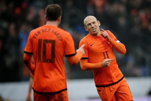 Arjen Robben celebrates his goal against Japan with Netherlands teammate Rafael van der Vaart