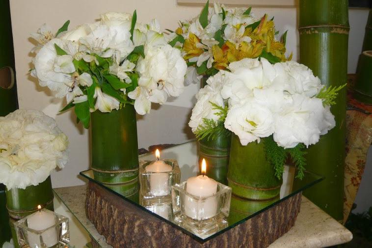 Casamento amostra para noivas centro de mesa com flores nobres.