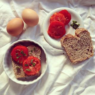 tartines oeuf tomate