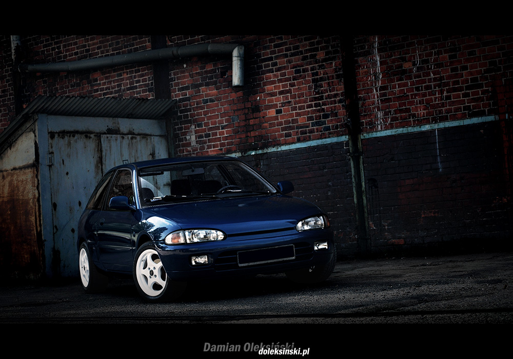 Mitsubishi Colt CA0, znany, miejski samochód, japoński, zdjęcia, fotki, niebieski lakier, białe felgi