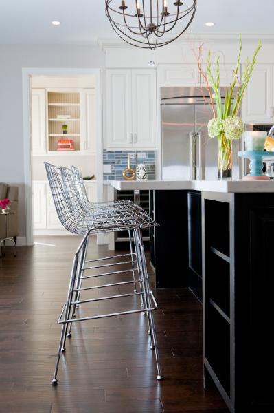 Cuatro ideas originales con taburetes para tu isla de cocina - Taburetes diseno cocina ...