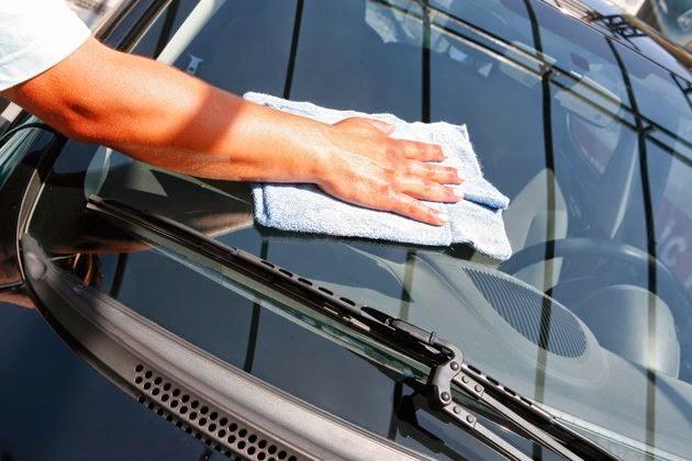 eliminare graffi vetro auto