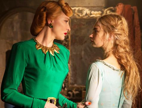 La madrastra (Cate Blanchett) y Ella (Lily James) en Cenicienta - Cine de Escritor