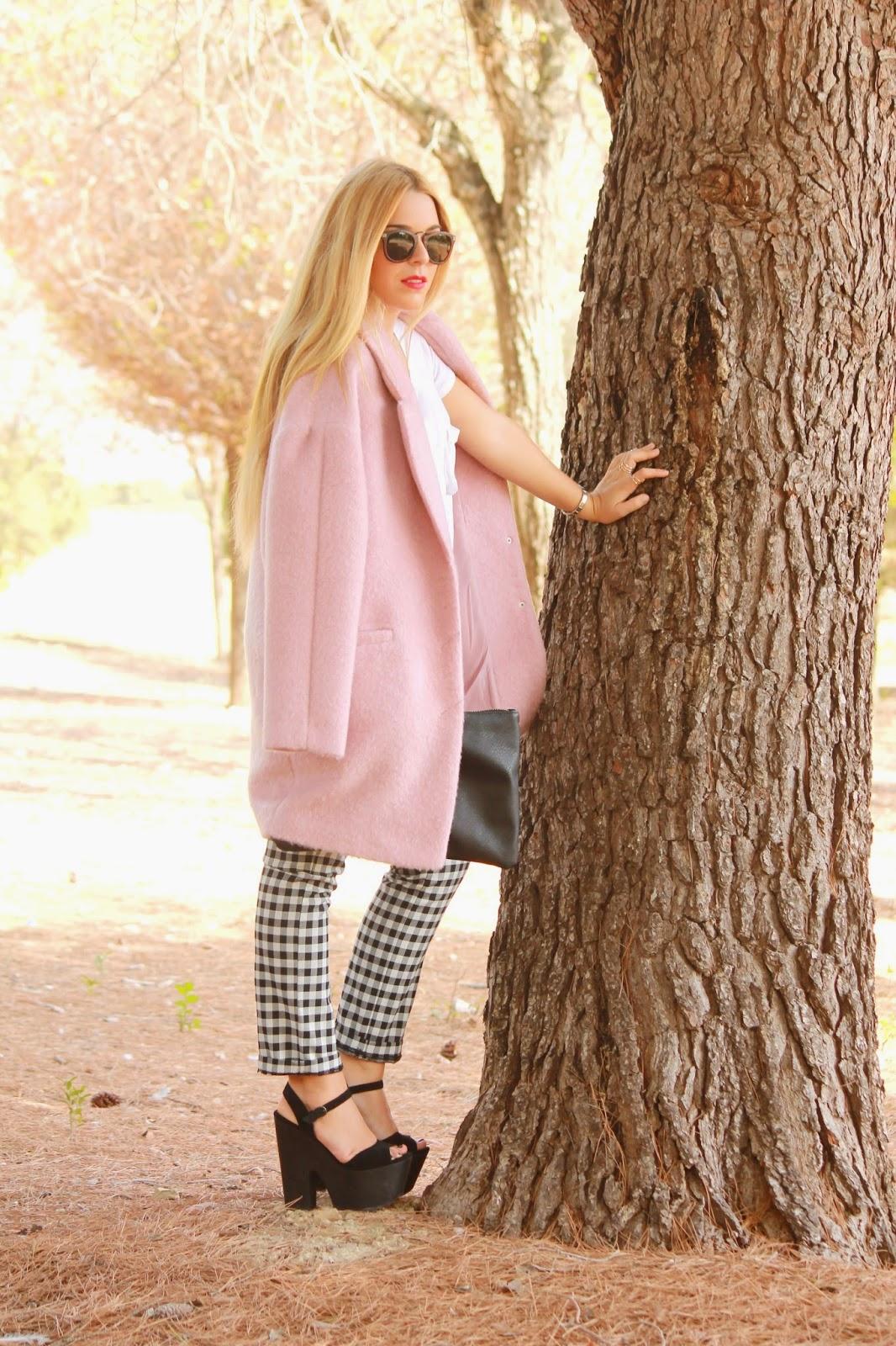 http://www.fashionismylifebyestefania.com/2014/10/look-con-abrigo-rosa.html