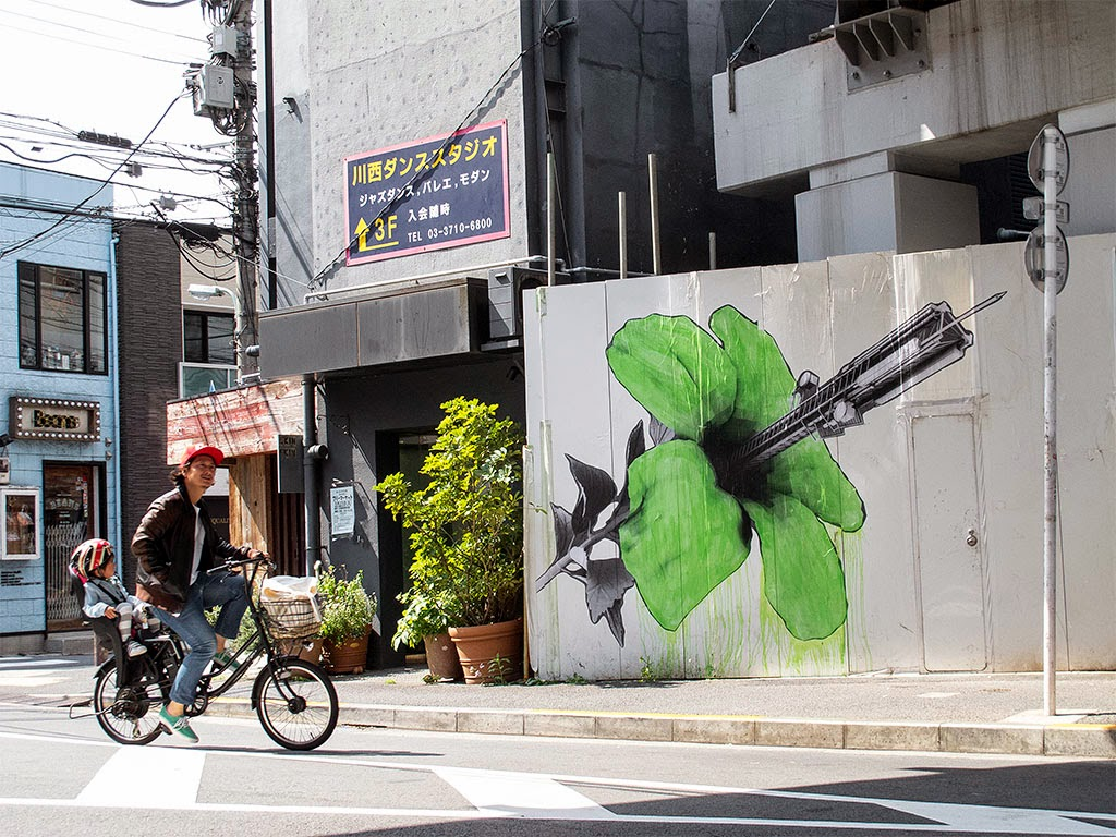 Ludo is still in Japan from where he just sent us this series of new pieces from his latest pieces on the streets of Tokyo.