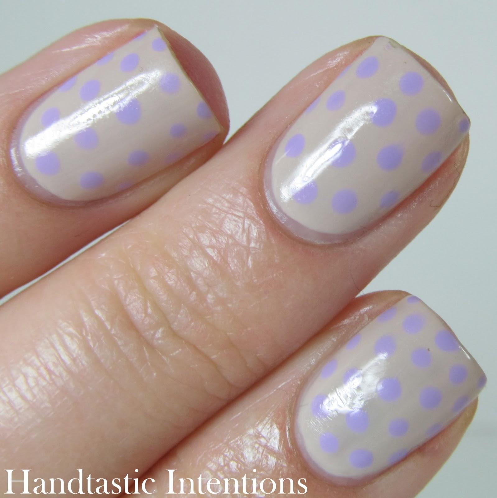 Nail-Art-Polka-Dots