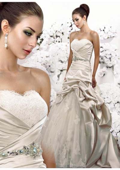 Although current wedding dresses with low back style in trend are mostly