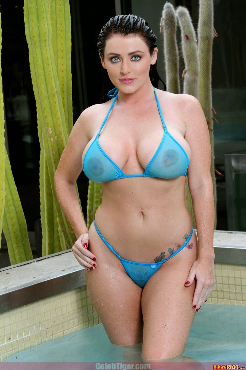 Busty+Babe+Sophie+Dee+Wet+In+Pool+Taking+Off+Her+Blue+Bikini+Posing+Naked www.CelebTiger.com 4 Busty Babe Sophie Dee Wet In Pool Taking Off Her Blue Bikini Posing Naked HQ Photos