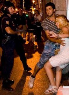 Policia adicta al maltrato y acoso al ciudadano que defiende sus derechos.