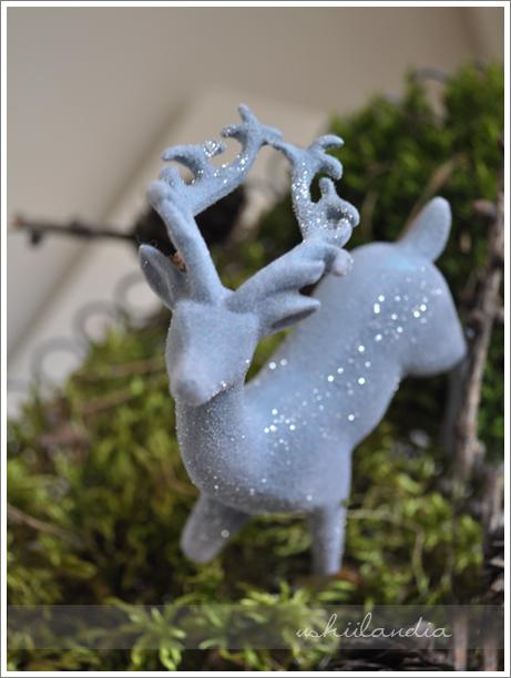 boże narodzenie - dekoracja świąteczna: patera druciana, mech, jelonki / christmas decor