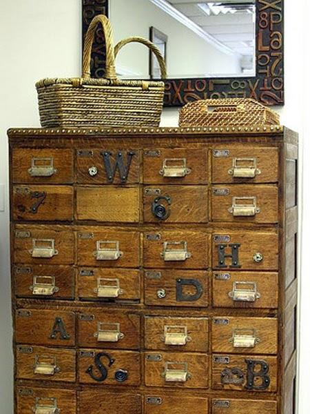 Komoda drewnianaz szufladami