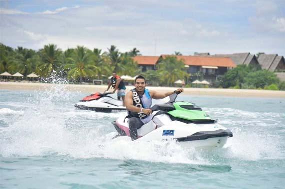 Mahinda Rajapaksa & Namal Rajapaksa visit Pasikuda Beachwith