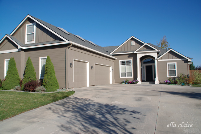 Exterior paint colors - Warm Gray and Moderate White by Sherwin Williams