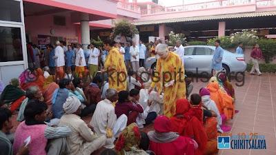 Jagadguru Kripalu Parishat distributing money to the poor on Divali 2011